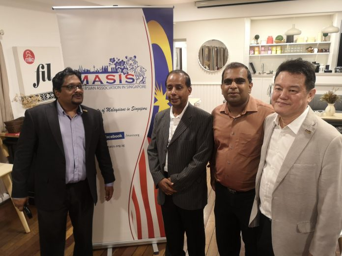 Kula pada sesi pertemuan dengan diaspora Malaysia di Singapura (Kredit foto Kula Segaran)